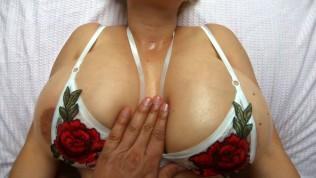 एकदम सही स्तन के साथ गोरा