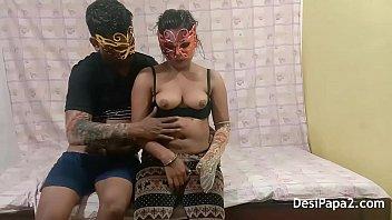 भारतीय माँ कानून में उसके बेटे के साथ यौन संबंध