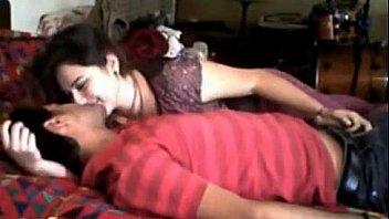 एमेच्योर देसी कॉलेज युगल लड़की के घर सेक्स पर है